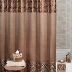 Плотная штора в ванной комнате