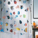 Цветные рыбки на шторке из полиэстера