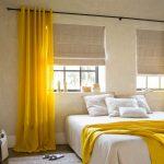 Желтые занавески в спальном помещении