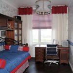 Узкая комната для мальчика подростка