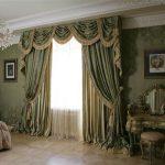 Шторы с ламбрекеном в спальне классического стиля