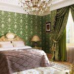 Зеленые занавески в спальной комнате
