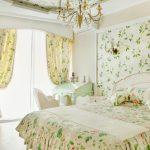 Нежные занавески в женской спальне