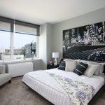 Декор фотообоями стены над изголовьем кровати