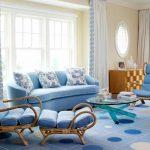 Мягкая мебель с голубой обивкой