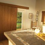 керамическая плитка на столешнице кухонного острова