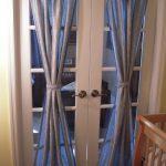 Занавески на двери со стеклянными вставками