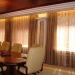 Оформление окон в комнате для переговоров