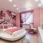 Розовый интерьер спальни для девушки