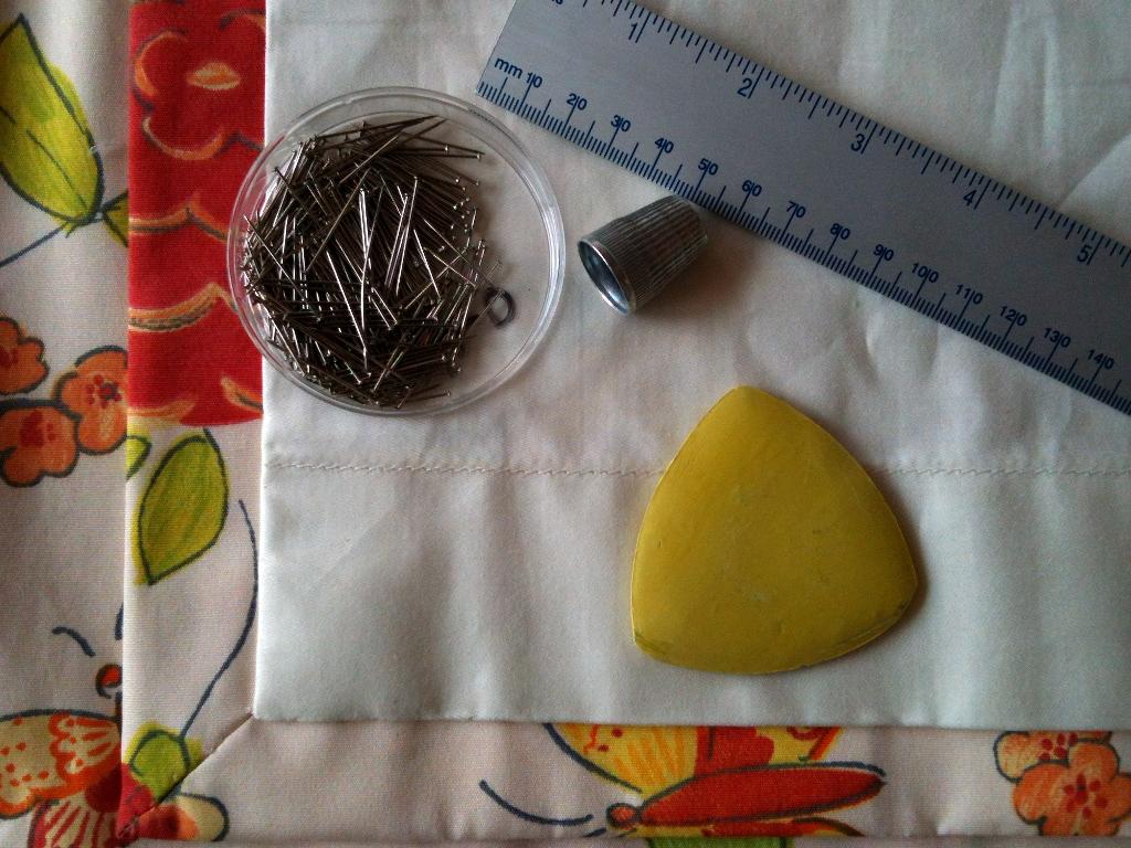 Материалы и инструменты для изготовления шторы на дверь