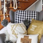 Интерьерные подушки для кресла в прихожей