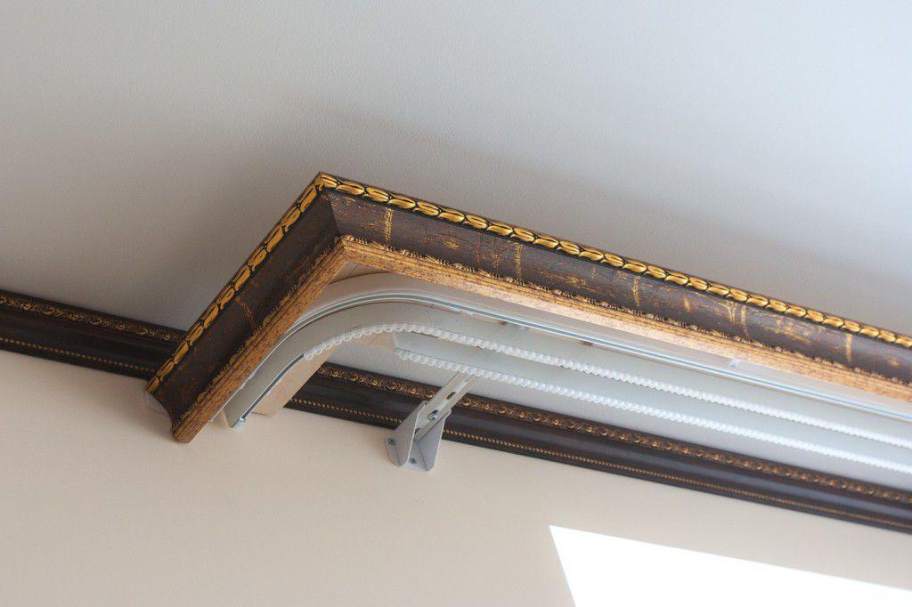 Крепление багетного карниза на потолке комнаты