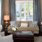 Классический декор - подушки с симметричным расположением