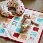 Коврик для игр и подушка для кормления своими руками