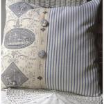 Красивая подушечка ручной работы голубого цвета