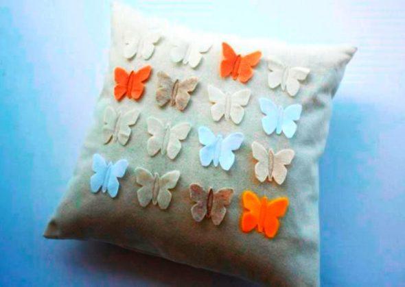 Подушка с бабочками из фетры