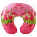 Красивая подушка в форме полукруга с тюльпанами