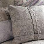 Кружевные подушки для декора