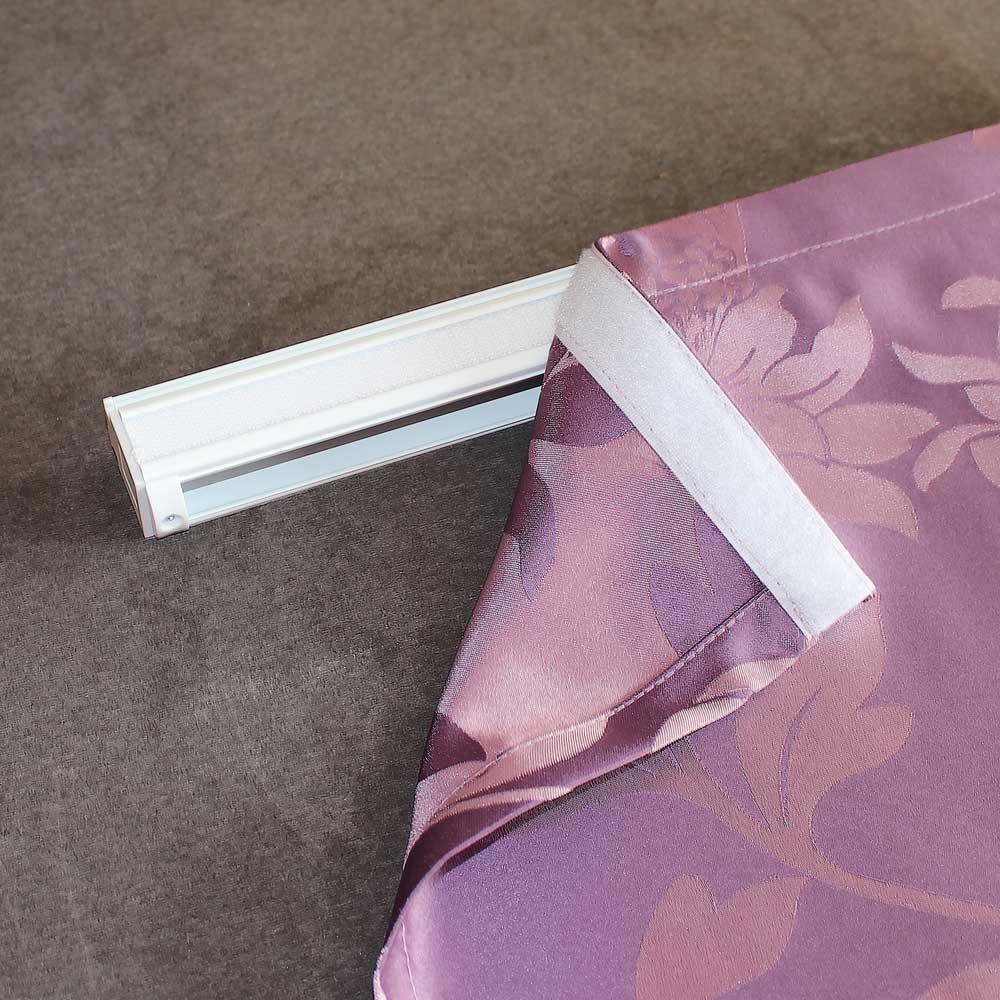 Липкая лента на карнизе для римской шторы
