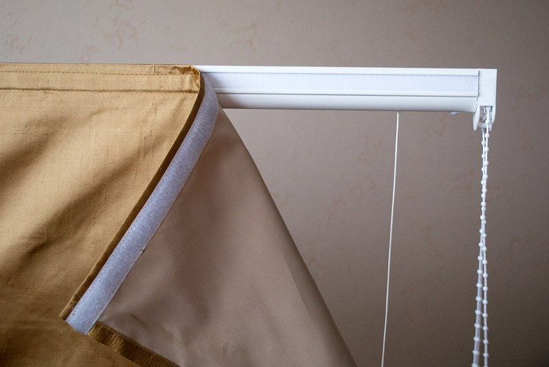 Фиксация римской шторы с помощью липучки