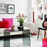 Маленькая гостиная с уютными декоративными элементами