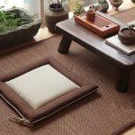 Маленькая подушка для сидения на полу