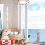 Морской стиль в интерьере с напольными подушками