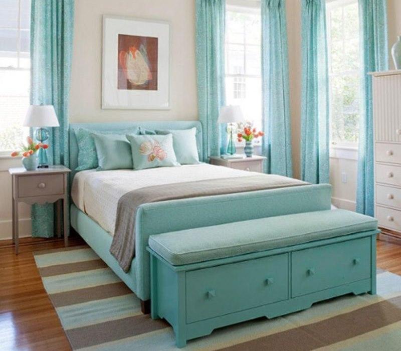 Красивая спальня в мятных оттенках