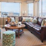 Набор удобных диванных подушек для кожанного дивана