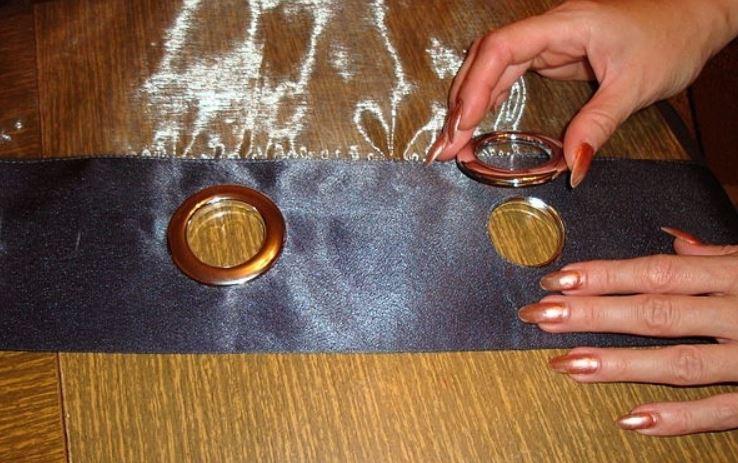 Накладывания кольца на блочок люверса