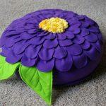 Напольная подушка-цветок синего цвета
