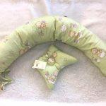 Небольшая подушка-валик для будущих мам
