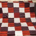 Небольшой плед из старых свитеров