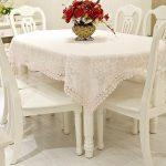 Нежная скатерть для овального белоснежного стола
