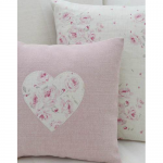 Нежно розовые подушечки в стиле прованс