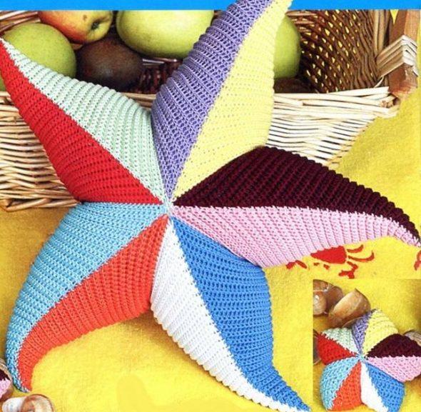 Оригинальная разноцветная подушка