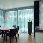 Оформление панорамных окон прозрачным тюлем