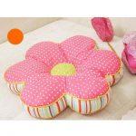 Подушка розовая в горошек в форме цветка