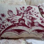 Подушка с рисованным рсиунком в стиле прованс