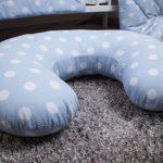 Подушка в горошек в комплекте с постельным в кроватку