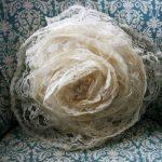 Подушка в виде цветка из ажурной ткани