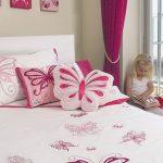 Подушки с бабочками для девочковой спальни