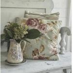 Подушки с розочками в стиле прованс