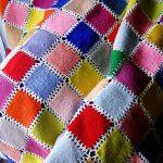 Покрывало из разноцветных квадратиков