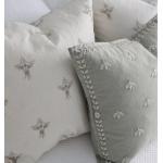 Простые подушечки с вышитыми цветочками