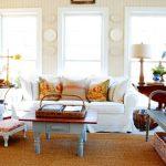 Разнообразие декоративных подушек для уютной и комфортной гостиной