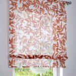 Пестрая римская штора от Бонприкс для кухонного окна