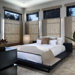 Шторы из натуральной ткани на окнах спальни