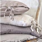 Серые подушечки в стиле прованс