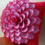 Шикарная подушка с цветком с двойными лепестками
